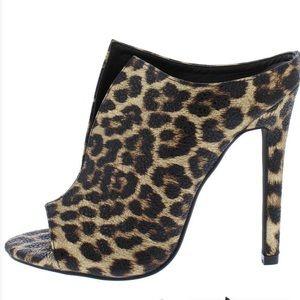 Shoes - 🐆LEOPARD PEEP TOE PLUNGE FRONT STILETTO Heels